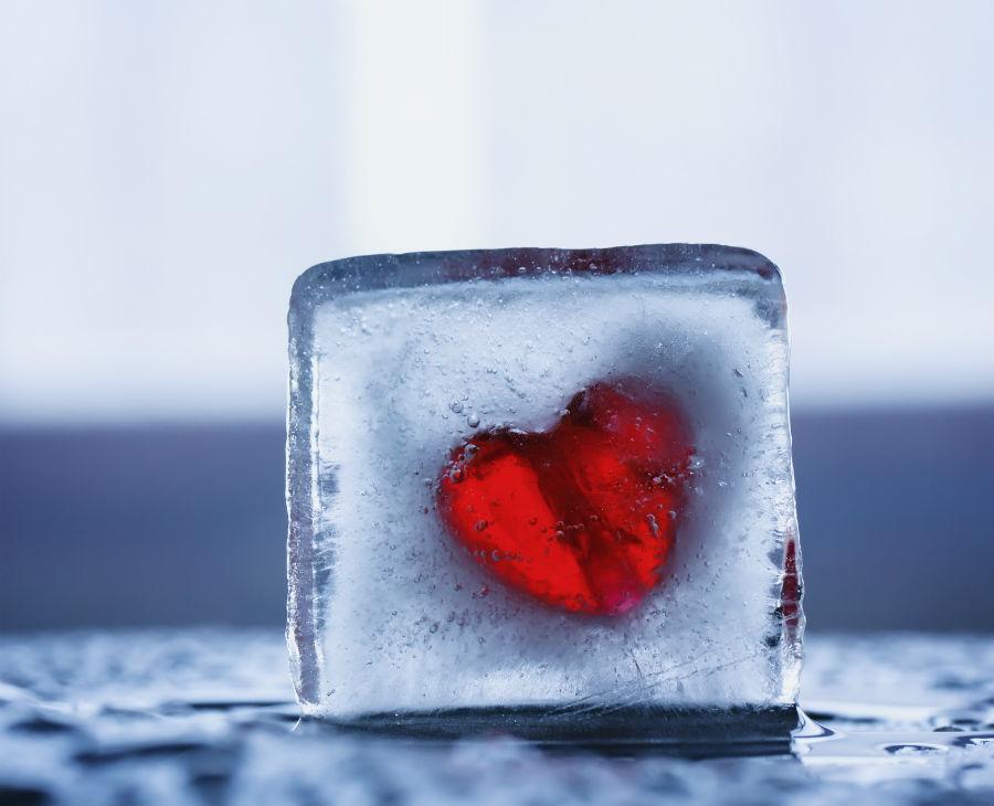 A S. Valentino 2020 regalati il tempo: nell'immagine cuore in un cubetto di ghiaccio