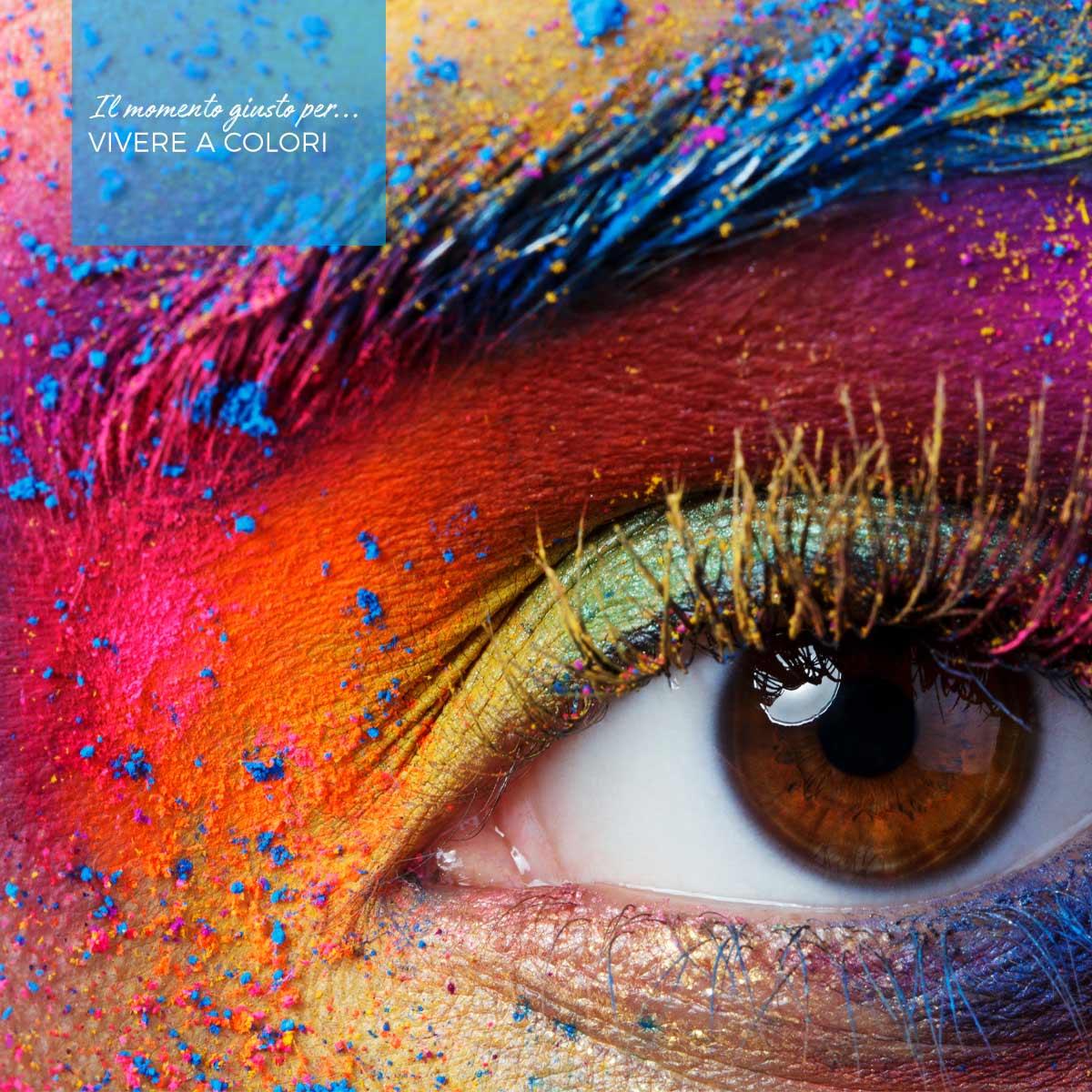 occhio di donna con ombretto multicolor