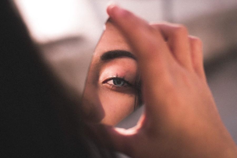 Occhio di donna riflesso in uno specchio - Foto di Ismael Sanchez da Pexels