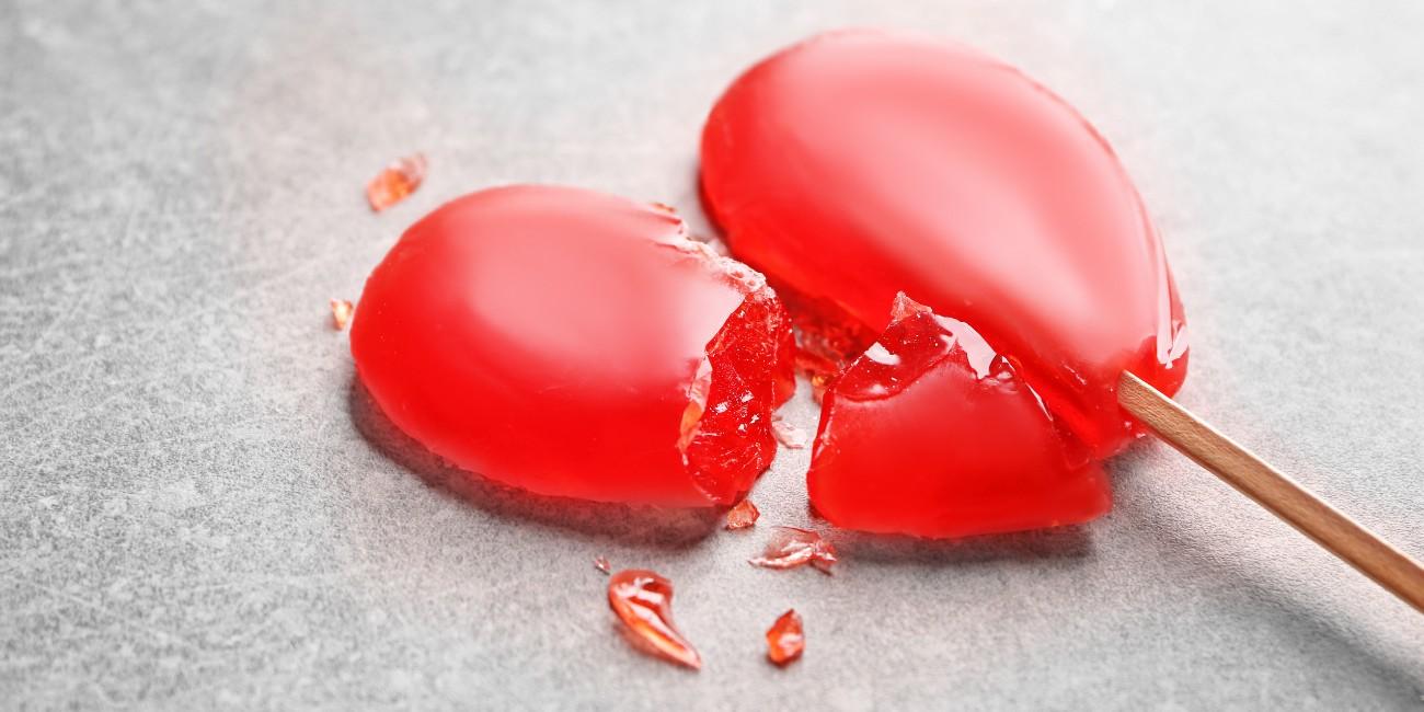 Lecca-lecca rotto a forma di cuore