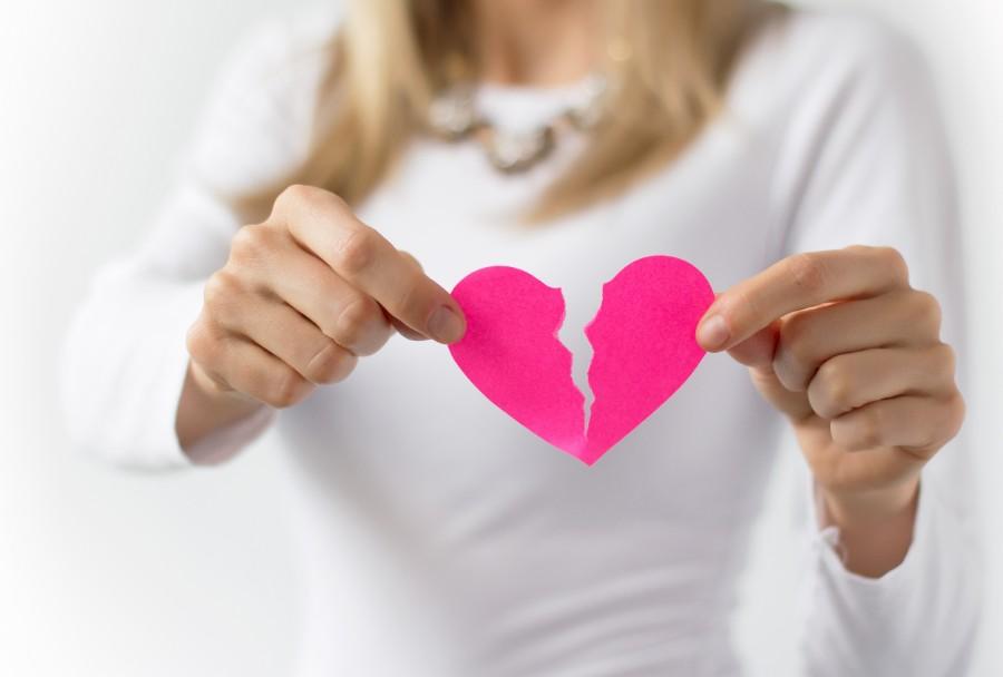 cuore spezzato di carta