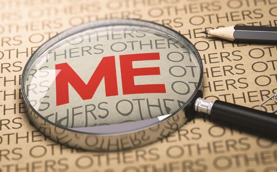 Come aumentare l'autostima: lente di ingrandimento sulla parola ME