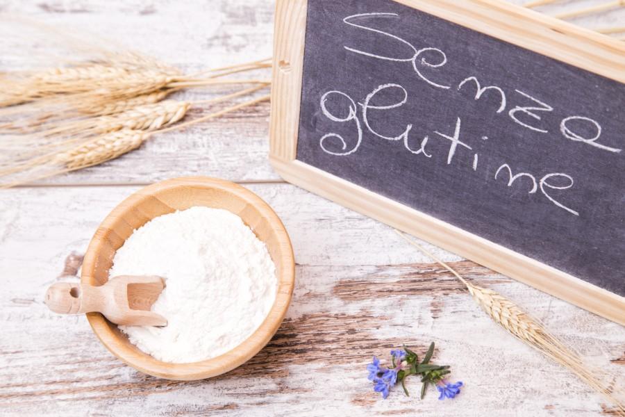 """Farina e scritta """"senza glutine"""""""