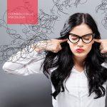 strategie di gestione dei conflitti: nell'immagine una ragazza si tappa le orecchie in preda alla rabbia
