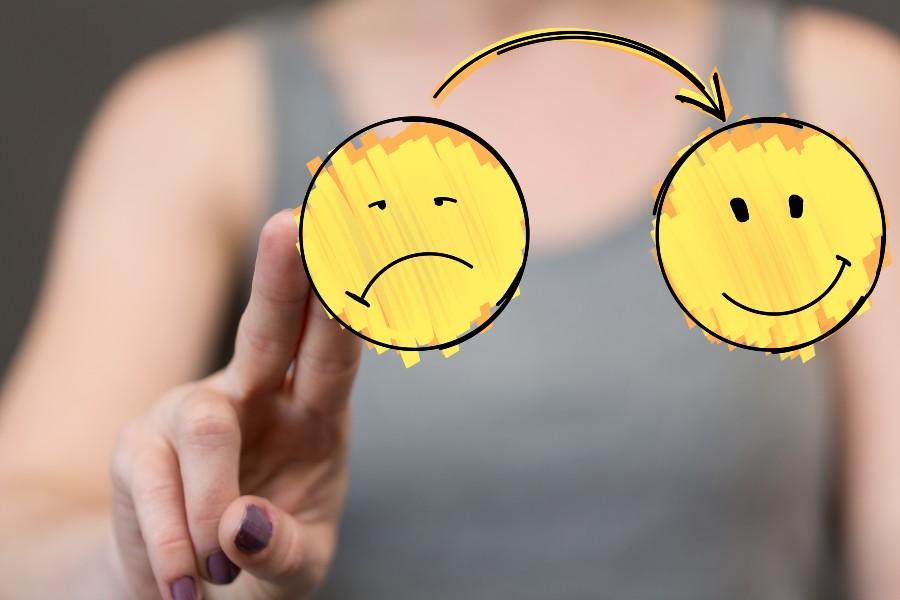 strategie di gestione dei conflitti: nell'immagine uno smile che da arrabbiato diventa felice