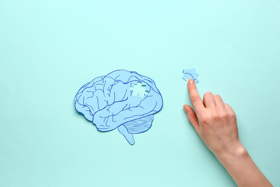 Come gestire l'ansia: nell'immagine un cervello fatto a puzzle con pezzo mancante.