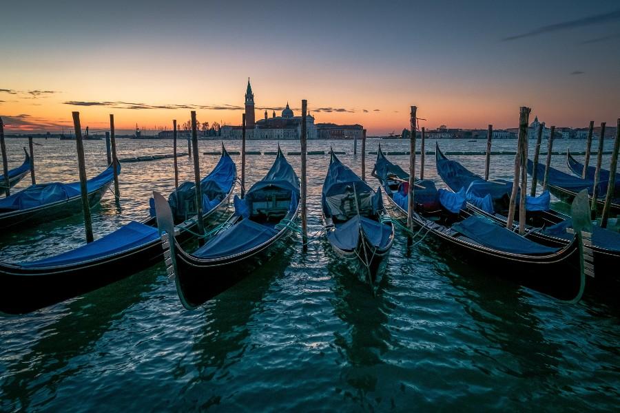 Luoghi da visitare almeno una volta nella vita: scorcio di Venezia - Foto di Boris Ulzibat da Pexels