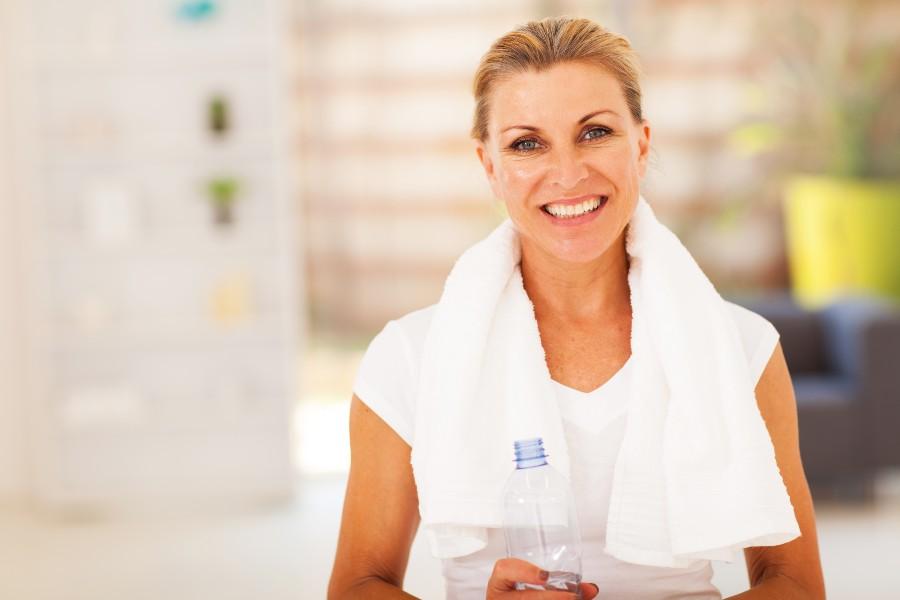 Integratori alimentari: nell'immagine una donna over 50